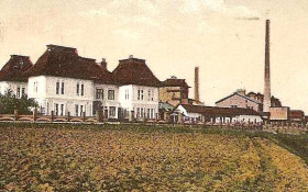 Bačinova Továrna v roce 1917 s vystavěnou vilou.